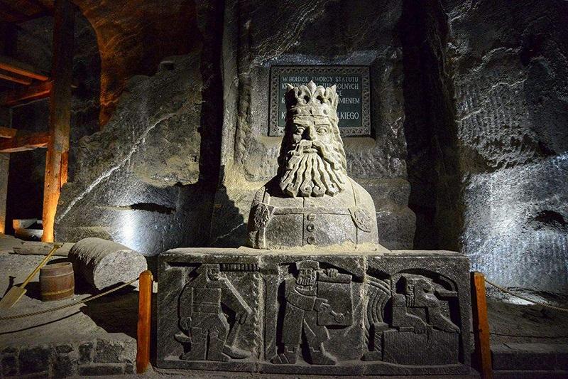 维利奇卡盐矿内的盐雕
