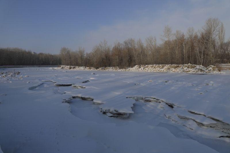 冰封雪覆的克兰河