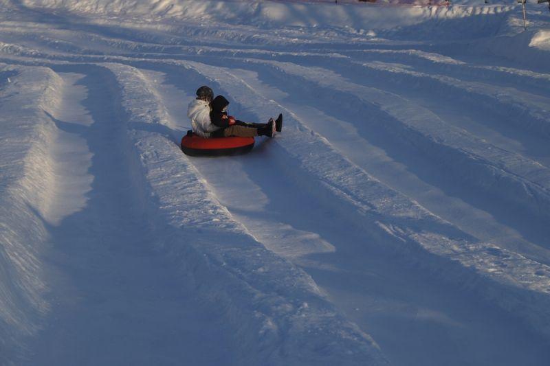 滑雪的孩子