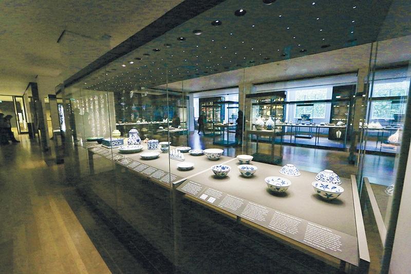 大英博物馆藏中国瓷器文物展柜