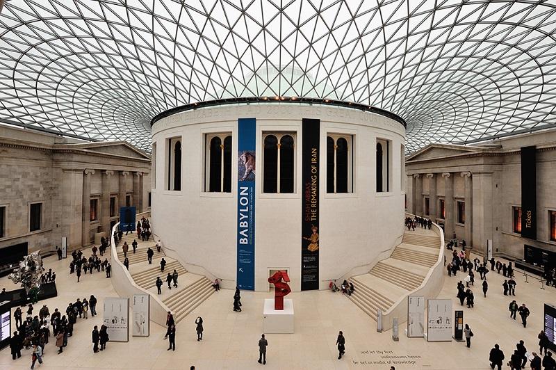 大英博物馆央大厅内