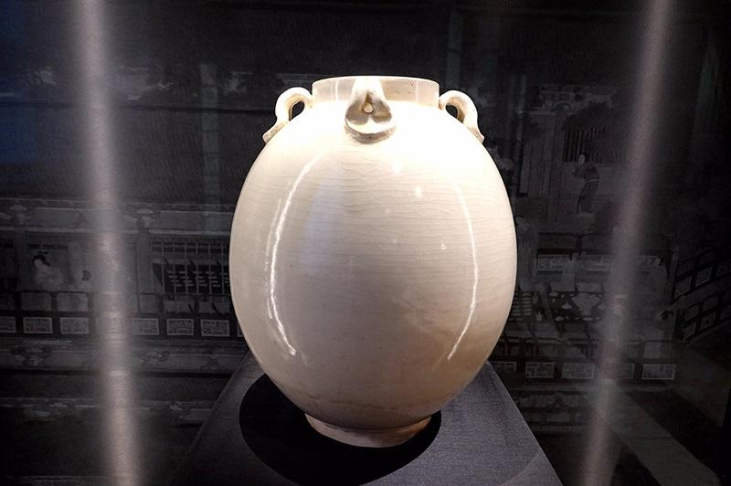 公元518-619年的白瓷四耳罐