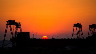 江西都昌:鄱阳湖畔的造船厂新年生产忙