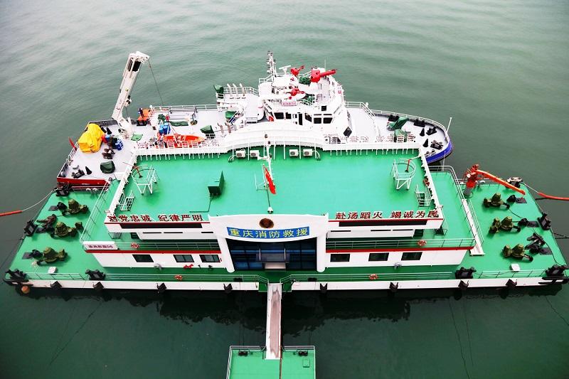 图3:俯视消防码头趸船与救援船舶   唐探峰摄