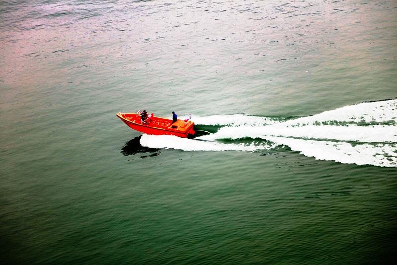 图4:消防小艇在大宁湖试航   唐探峰摄