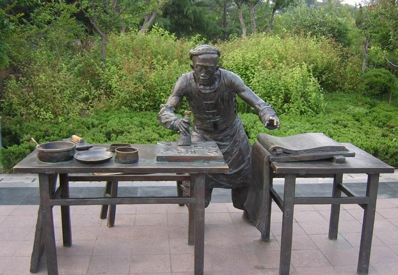 杨家埠年画制作雕塑