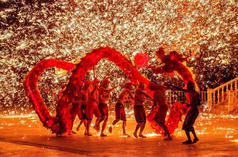 紅紅火火的鋼梁火龍