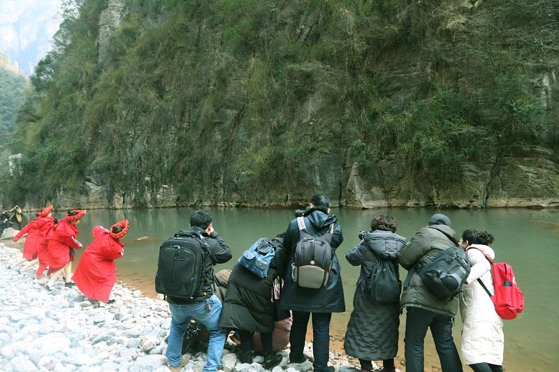 图18:清澈河谷玩水漂   唐探峰摄