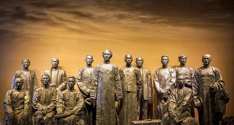 中共一大代表塑像