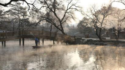 河北省承德市的世界文化遗产避暑山庄出现雾凇美景