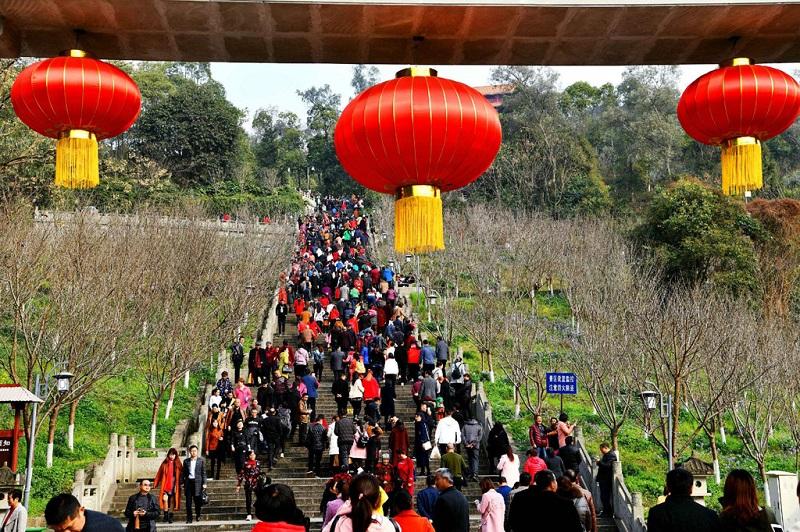 阆中春节游人如梭