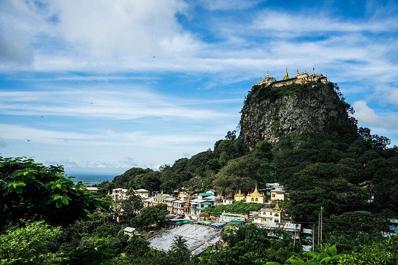 缅甸波巴山远眺