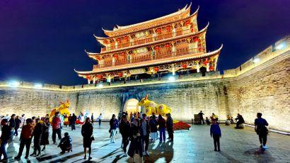 广东潮州古城春节迎来不少省内外游客