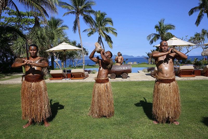 穿草裙的斐济原住民