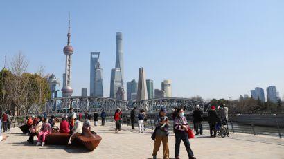 上海气温回暖,众多市民游客来到户外