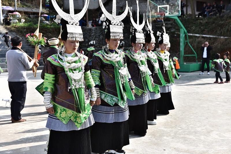 2月13日,贵州省黔东南苗族侗族自治州从江县加勉乡白棒村举行一年一度春节民俗活动,苗族姑娘在芦笙塘踩歌堂6。