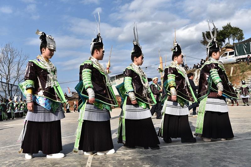 2月13日,贵州省黔东南苗族侗族自治州从江县加勉乡白棒村举行一年一度春节民俗活动,苗族姑娘在芦笙塘踩歌堂8。