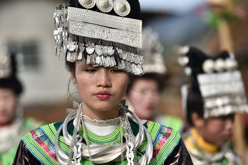 2月13日,贵州省黔东南苗族侗族自治州从江县加勉乡白棒村举行一年一度春节民俗活动,苗族姑娘在芦笙塘踩歌堂10。
