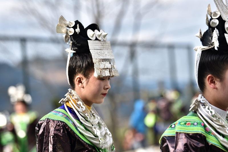 2月13日,贵州省黔东南苗族侗族自治州从江县加勉乡白棒村举行一年一度春节民俗活动,苗族姑娘在芦笙塘踩歌堂14。