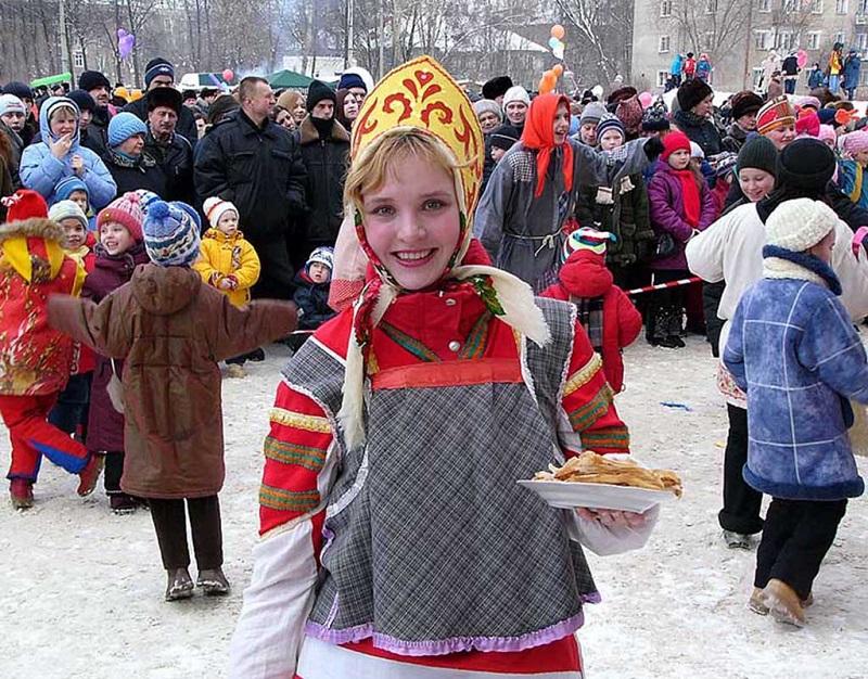 俄罗斯谢肉节上的小姑娘