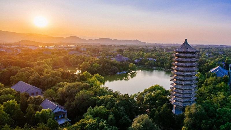 北京大学未名湖远眺