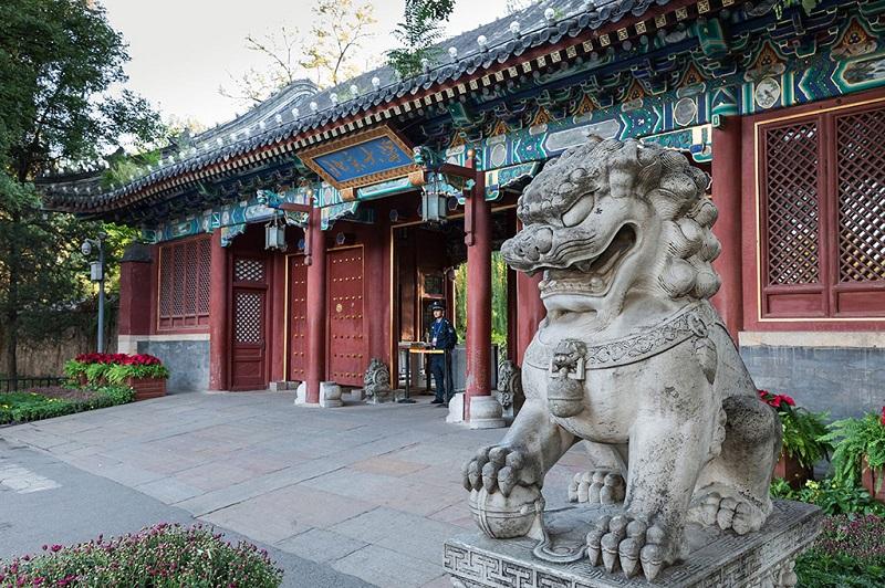 北京大学正门口的石狮子
