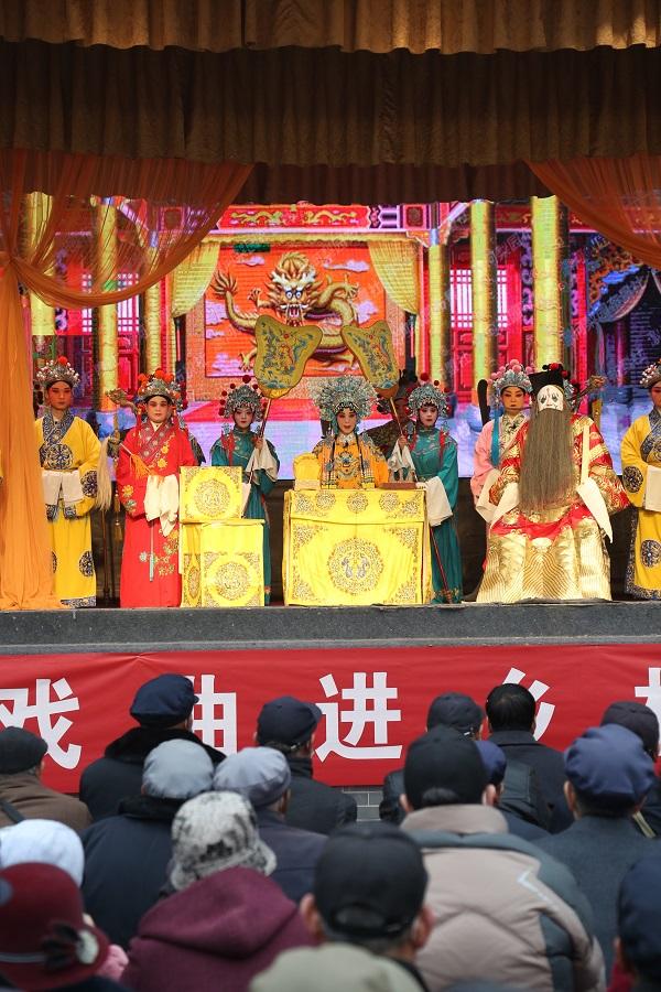 03——图为秦腔演员在表演戏曲。
