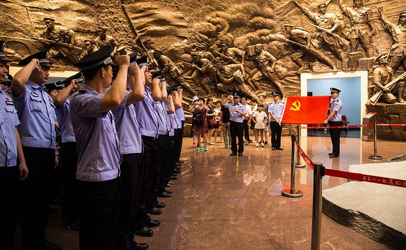 南昌八一起义纪念馆内的入党宣誓