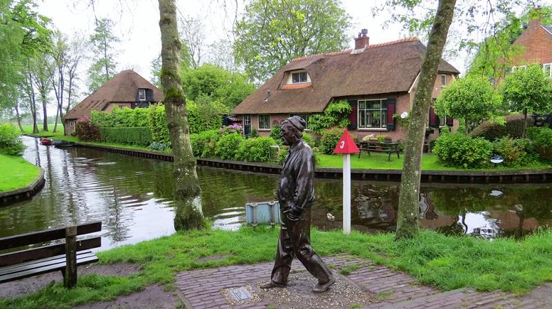 荷兰羊角村雕塑