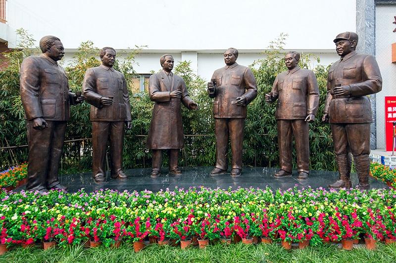 西柏坡中共中央领导群体雕塑