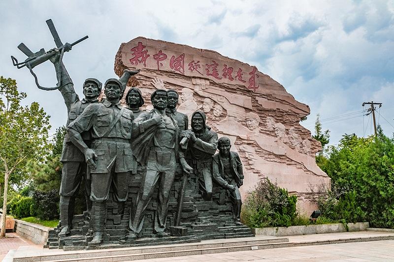 新中国从这里走来雕塑