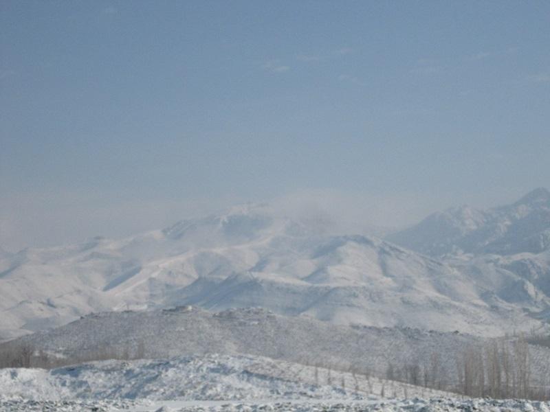 云雾渐散的山峰