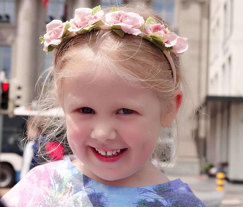 瑞士可爱的小女孩