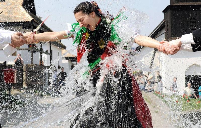 匈牙利水泼美女