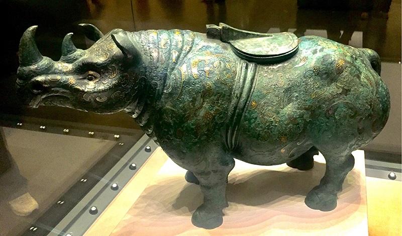 青铜觥犀牛