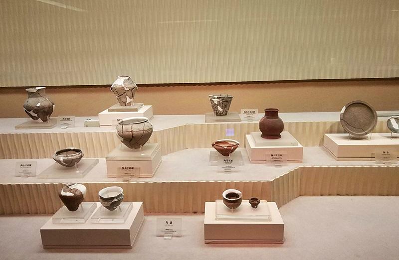 三星堆博物馆古陶器陈列柜