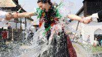 匈牙利人喜欢泼水迎春(图)