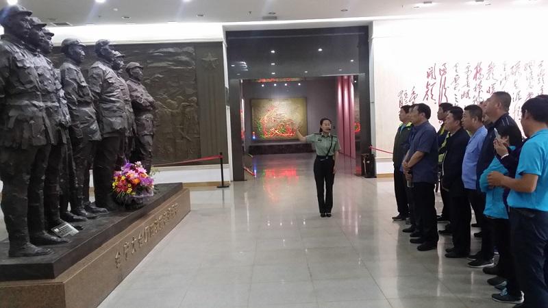参观红军长征胜利纪念馆