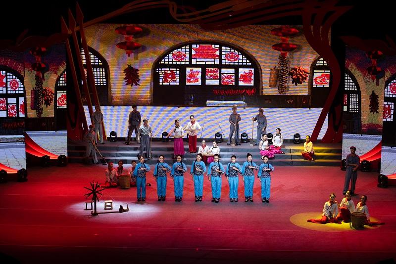 """2021年6月21日,""""永远跟党走""""广西梧州市庆祝中国共产党成立100周年文艺晚会在该市文化中心举行。5"""