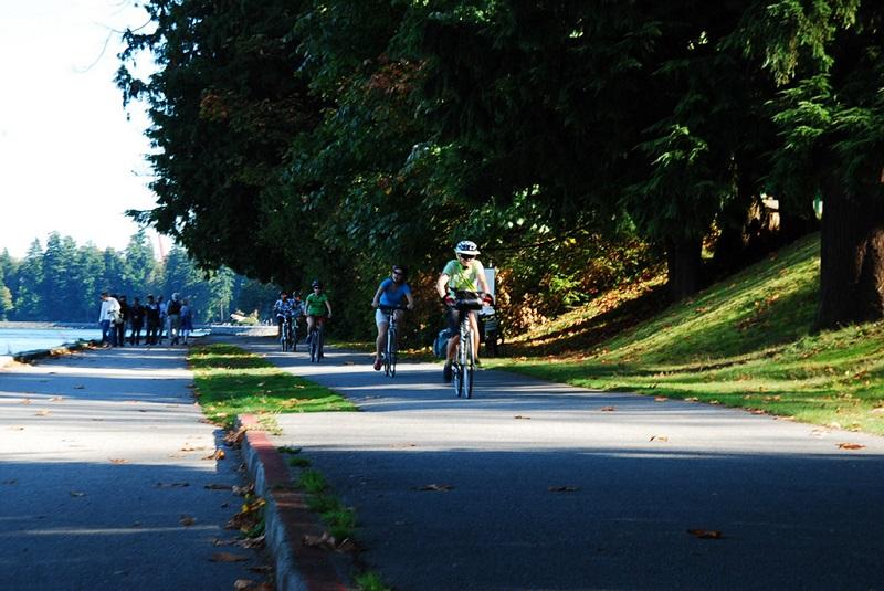斯坦利公园内的骑行者