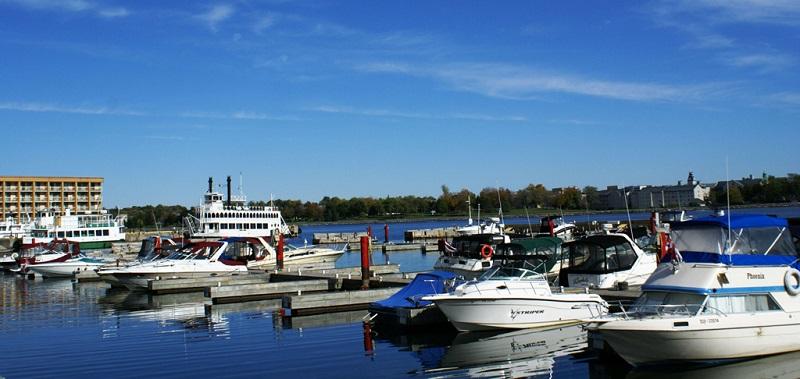 温哥华游艇的港湾