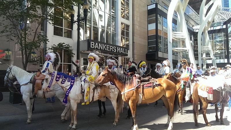牛仔节上印第安人的马队