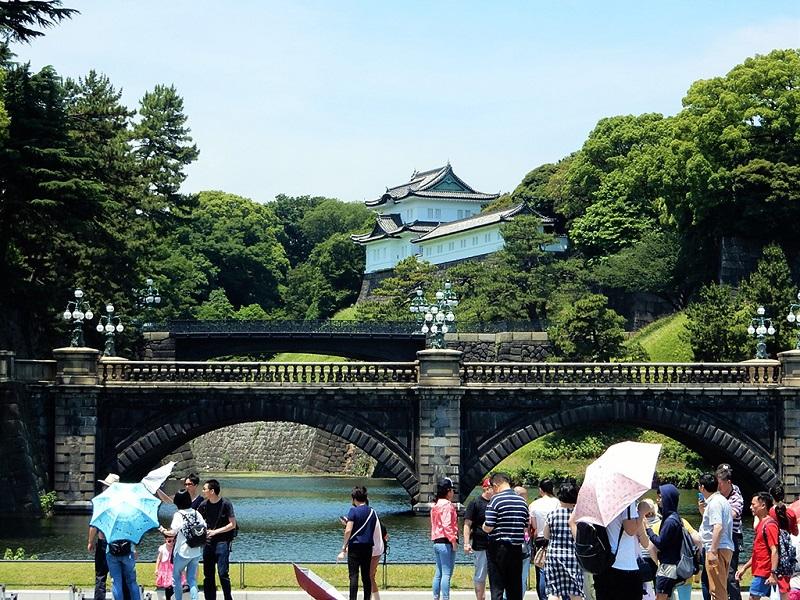 东京日本皇居游人们