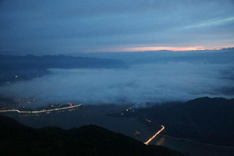 图6:山水县城晨䂀。唐探峰摄于巫山县城。