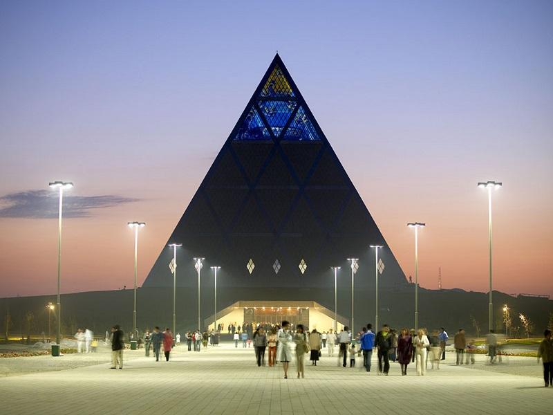 """金字塔""""和平宫"""""""