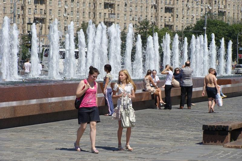 街头美丽的喷泉