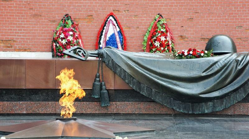 莫斯科无名英雄纪念碑前永不熄灭的火焰