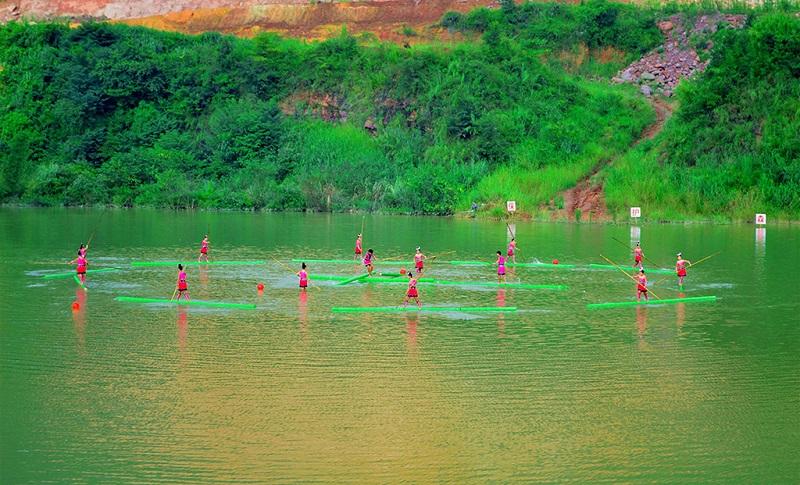 赤水河上的独竹漂