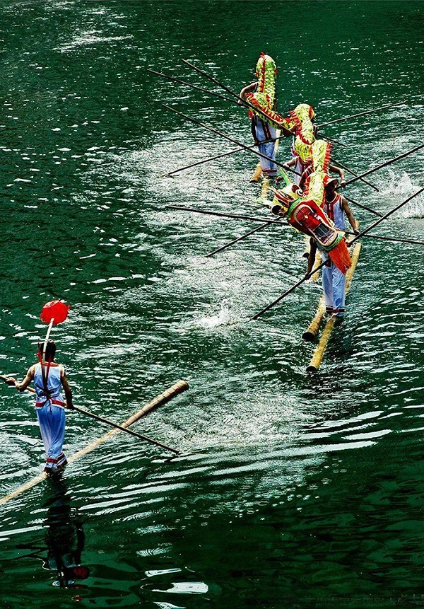 水上舞龙独竹漂