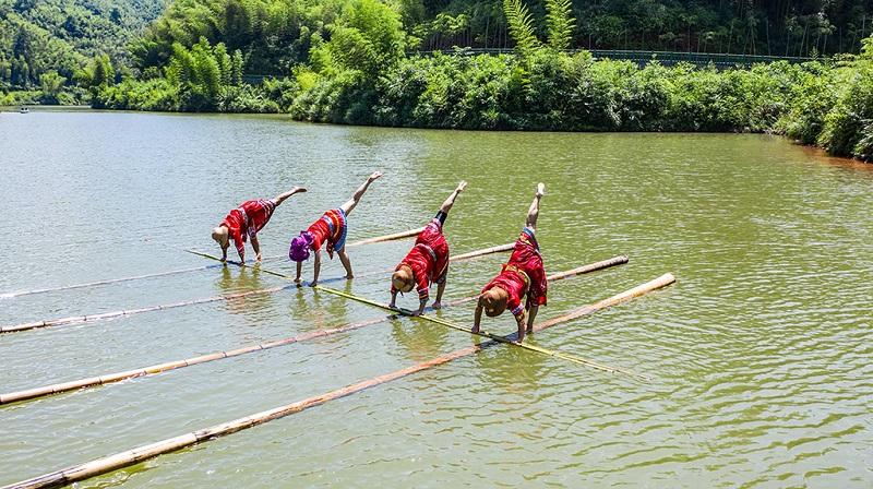 竹海湖上独竹漂